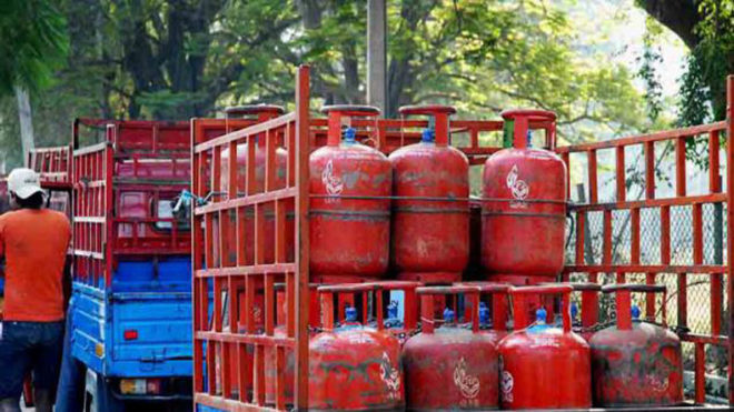 Now LPG stands for 'Loot, Plunder and Grab', says AAP