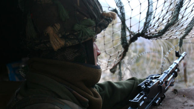 Indian and Pakistan Army trade heavy fire along LoC in Poonch