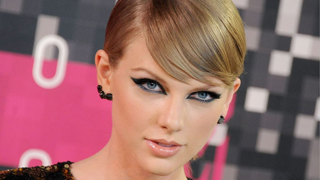 Taylor Swift wins suit against DJ who groped her