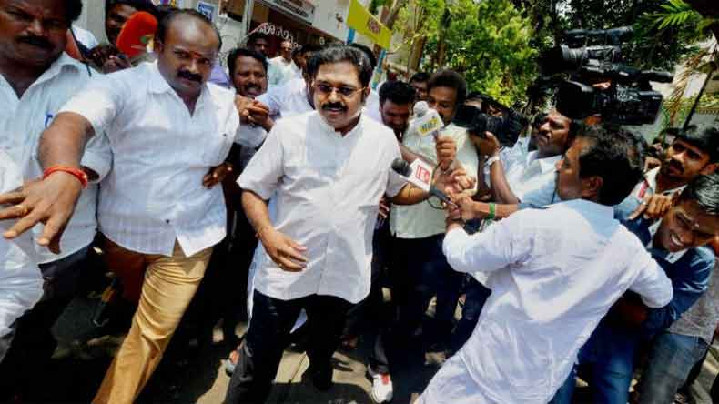 Dinakaran admits seeking middleman help to bag two-leaf symbol