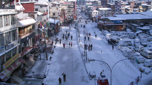 Tourists suffer as taxis go off the road in Manali