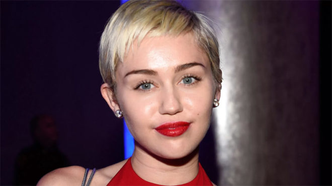 Miley Cyrus blames father for twerking phase