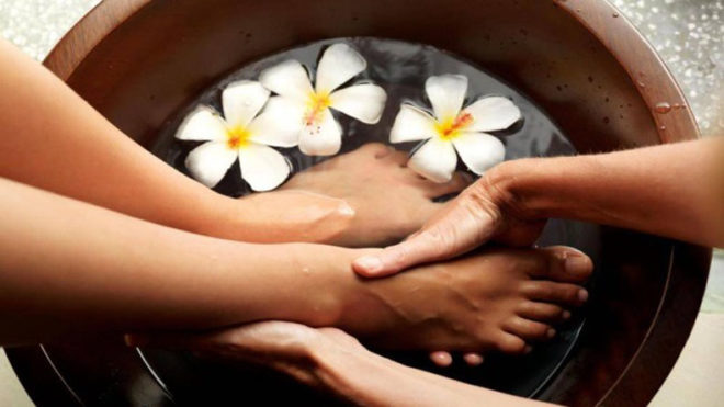 Tips to take care of your feet during monsoon