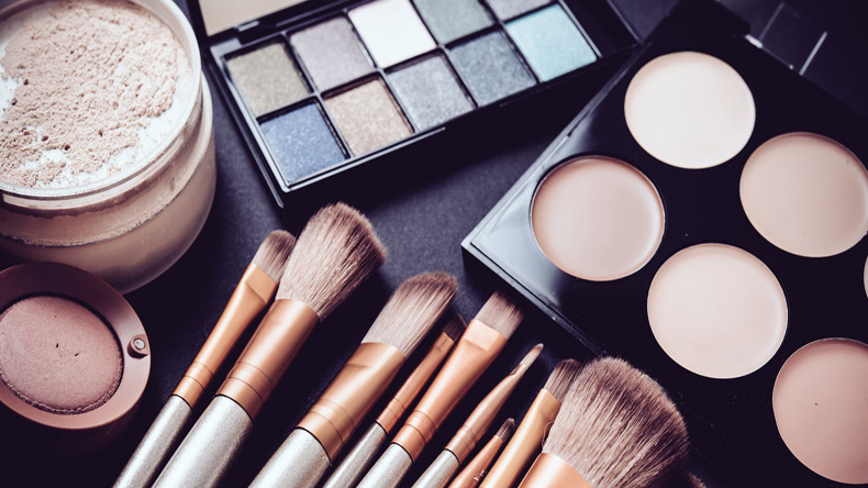 How your make-up can last longer in humid weather
