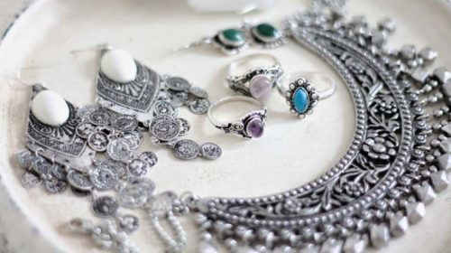 Protect silver jewellery from humidity