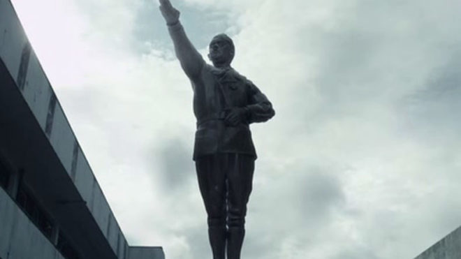 2 Chinese tourists held for Hitler salute in Germany