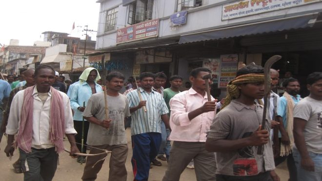 Jharkhand villagers hold SP, 150 policemen hostage for 12 hours