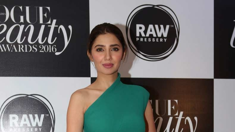 Felt like being punched in stomach with 'Raees': Mahira Khan