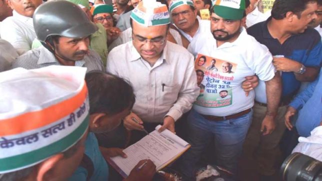 Delhi: Congress begins signature campaign against fuel price hike