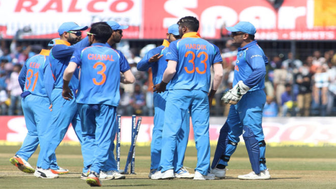 Ind vs Aus, 3rd ODI: Indian bowlers fight back to stop Aussies on 293/6