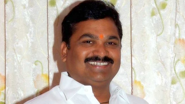 Maharashtra Water Conservation Minister Ram Shinde draws flak for urinating by the roadside