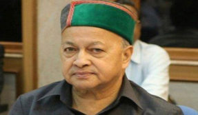 After Jyotiraditya Scindia, Himachal CM Virbhadra Singh slams Shashi Tharoor for remarks on Rajput maharajas
