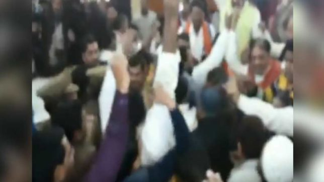 Newly elected BJP, BSP councillors clash over Vande Matram