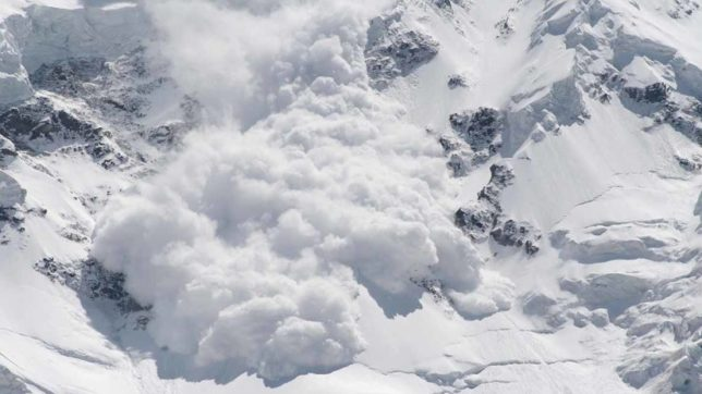 Switzerland: 8 missing after avalanche in Swiss Alps town