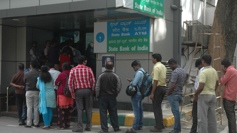 New Delhi, State Bank of India, SBI, YES Bank, HDFC Bank, ICICI Bank, demonetisation, Confederation of All India Traders, CAIT