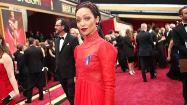 89th-Academy-Awards-Celebs-wear-blue-ribbon-to-protest-US-President-Trump's-travel-ban