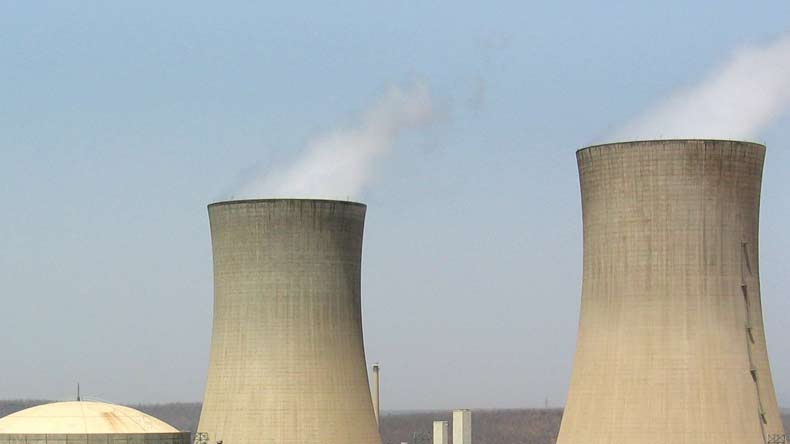 nuclear power as a form of clean energy essay All nuclear power plants use nuclear fission, and most nuclear power plants use uranium atoms during nuclear fission, a neutron collides with a uranium atom and splits it, releasing a large amount of energy in the form of heat and radiation.