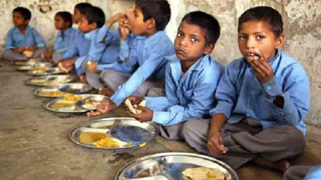 Students-Delhi-government-school-mid-day-meal
