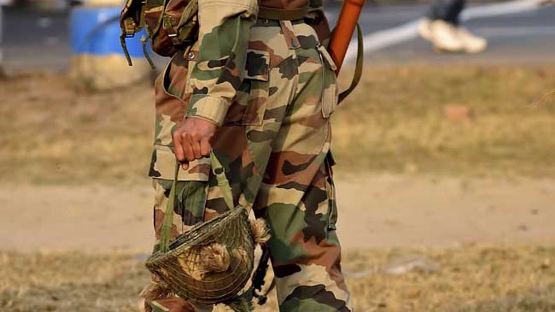 Net Neutrality Vote >> J&K police arrest Indian Army jawan with two live grenades at Srinagar airport - NewsX
