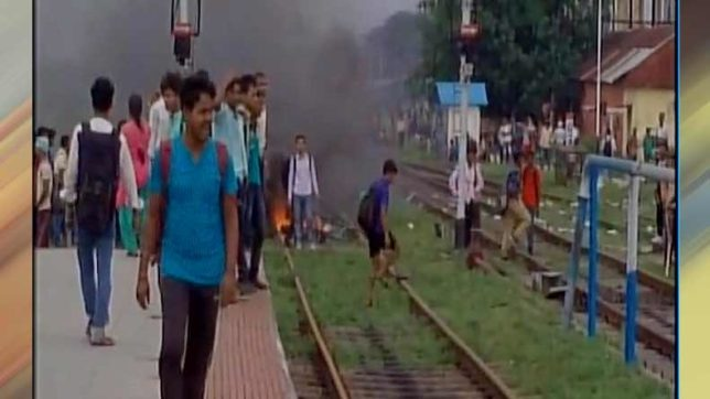 Bengal: Angry students vandalise train over the demand of 'special train'