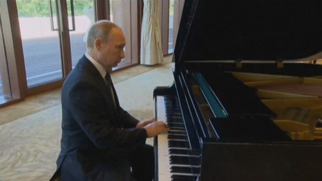 Vladimi Putin performs impromptu piano recital in Beijing