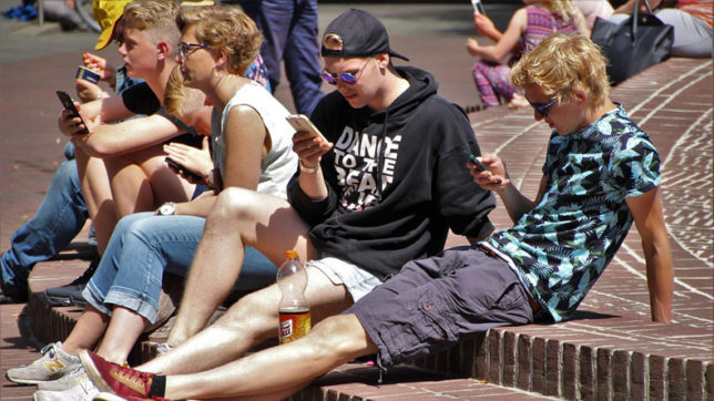 Your smartphone obsession may increase bad behaviour in kids