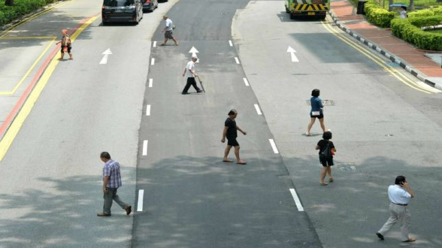 China to shame jaywalkers using facial recognition technology