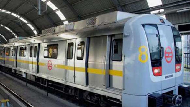Commuters hassled as Yellow Line Metro faces glitch