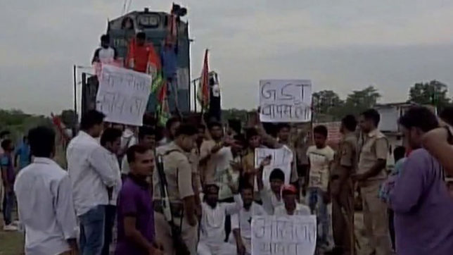 SP workers stage protest against GST; halt Ganga-Gomti express train in Allahabad