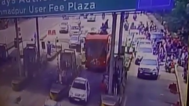 WATCH: Akhilesh Yadav's convoy of 175 cars drive past through Barabanki toll plaza without paying tax