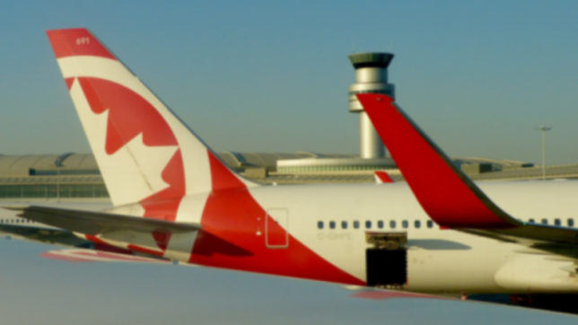 Canada: two airplanes clip wings at Toronto airport