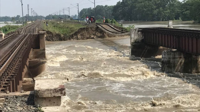 Overflowing-rivers-inundate-new-areas-in-Bihar