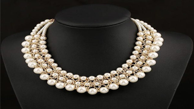 Get sophisticated and classy look with pearl, vintage necklaces