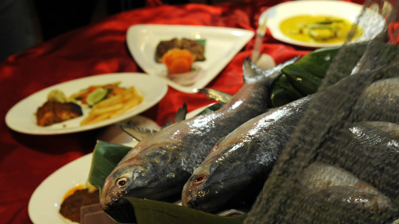 'Hilsa 11' versus 'Prawn 11': Bengal to celebrate football with fish