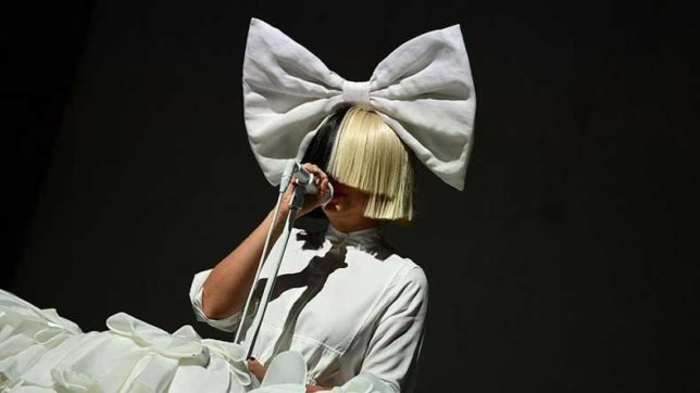 Sia gives it back to the photographer who tried to sell her nude photos