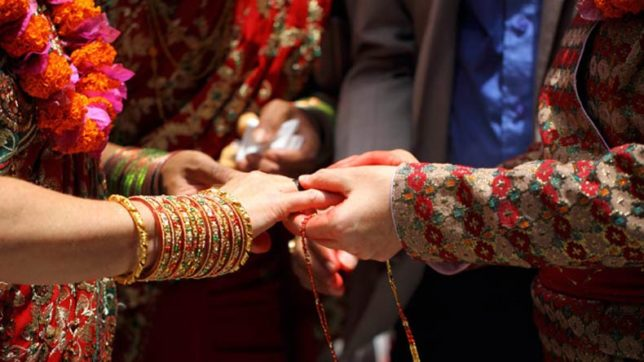 Super-instant marriage! From nobodies to husband and wife in one single day