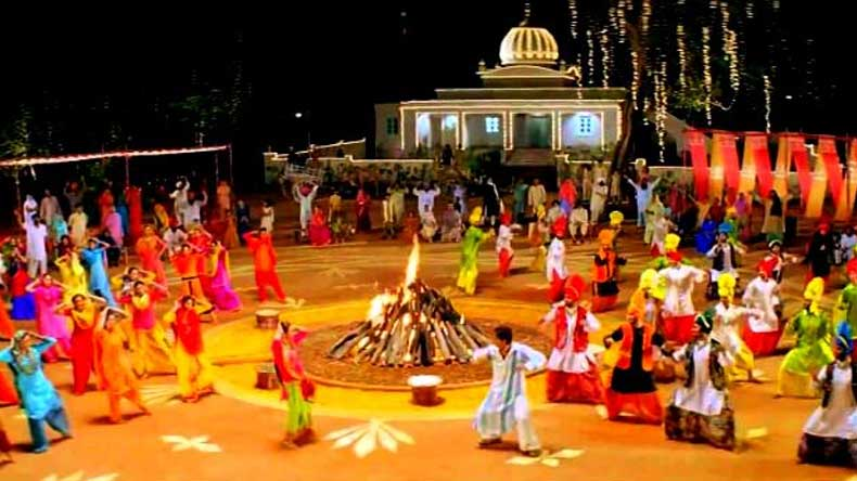 Happy lohri messages and wishes in punjabigurmukhi for 2018 chilly winters bonfire popcorns sweets songs and family are a few m4hsunfo
