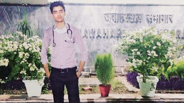 Delhi man poses as AIIMS doctor for sister's speedy treatment, arrested