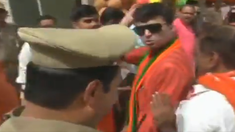 Viral video: BJP MLA threatens Allahabad SP for not recognising him!