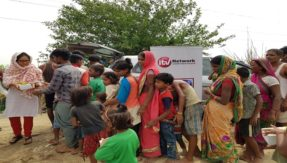 iTV foundation in association with SVCT organises relief camp for flood victims at Yamuna River Bed