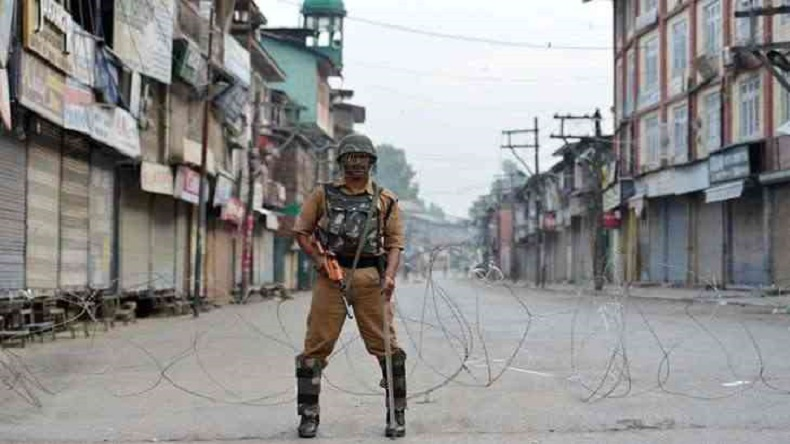 Article 35A abrogation fears: Kashmir in the grip of chaos, petrol pumps run dry