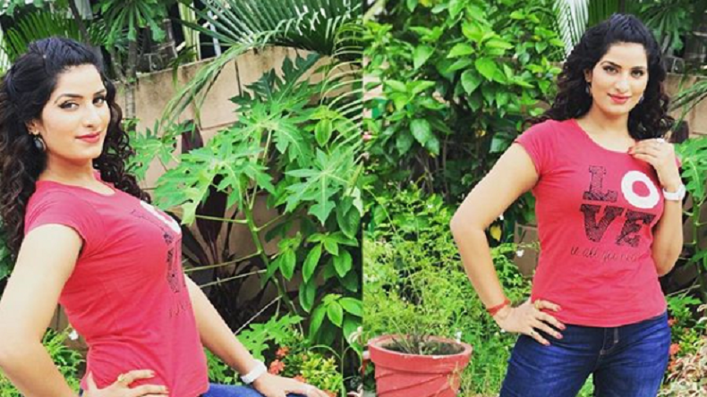 Bhojpuri dancing sensation Poonam Dubey's sexy photo has gone viral on the Internet, view pic