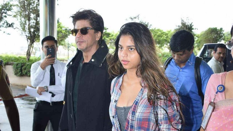 Shah Rukh khan suhana Khan airport photos, shah rukh khan photos, suhana khan photos, suhana khan airport photos, srk mumbai international airport, suhana khan mumbai international airport, suhana khan, shah rukh khan videos, suhana khan bikini photos,
