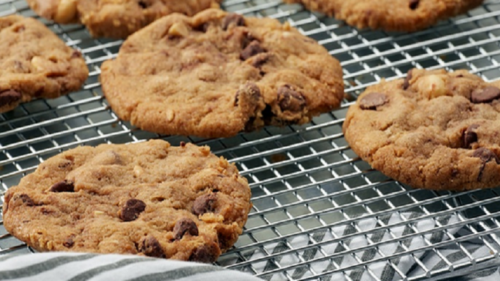 Teenager mix ashes of cremated grandfather into homemade cookies, offers to her classmates in Northern California