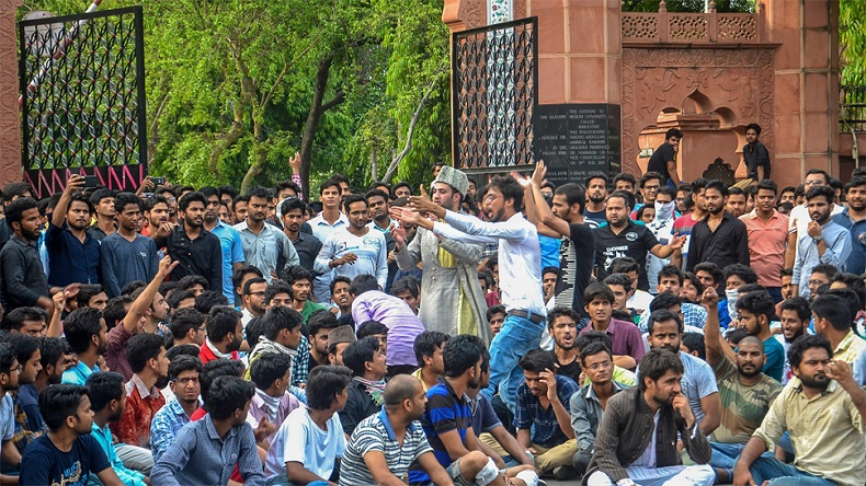 After Mannan Wani's death, AMU issues notice against 9 Kashmiri students for conducting funeral prayer
