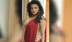 Rakhi Sawant accuses Tanushree Dutta of paying a wrestler to injure her