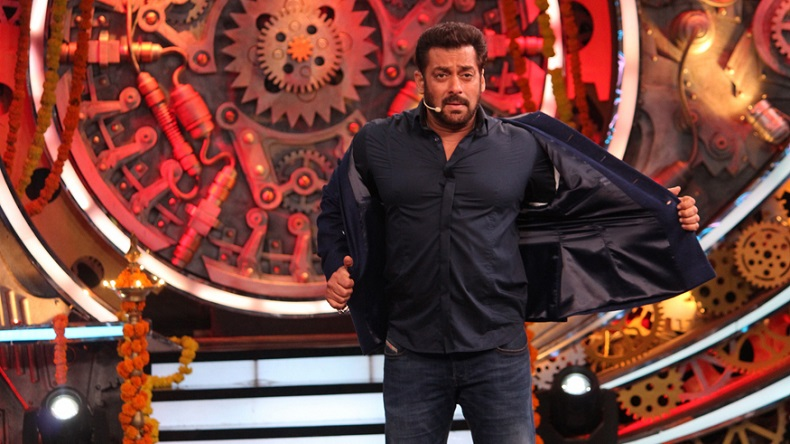 bigg boss 12, bigg boss 12 weekend ka vaar, salman khan, salman, salman bigg boss 12, sreesanth, deepak thakur, dipika kakar, salman khan dipika kakar, surbhi rana, romil chaudhary, Bigg Boss 12 November 10 episode, Bigg Boss 12 latest news, Bigg Boss 12 latest episode, Bigg Boss 12 episode, bigg boss 12 eviction, bigg boss 12 elimination