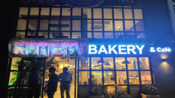 Pulwama attack: Karachi Bakery attacked in Indira Nagar, crowd demands to change the name of the bakery