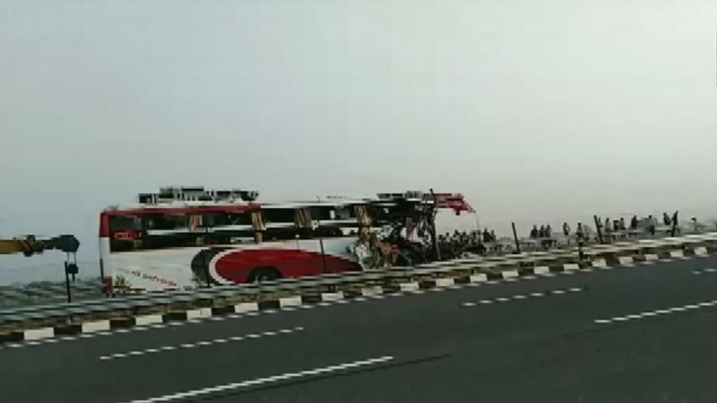 Agra-Lucknow expressway accident