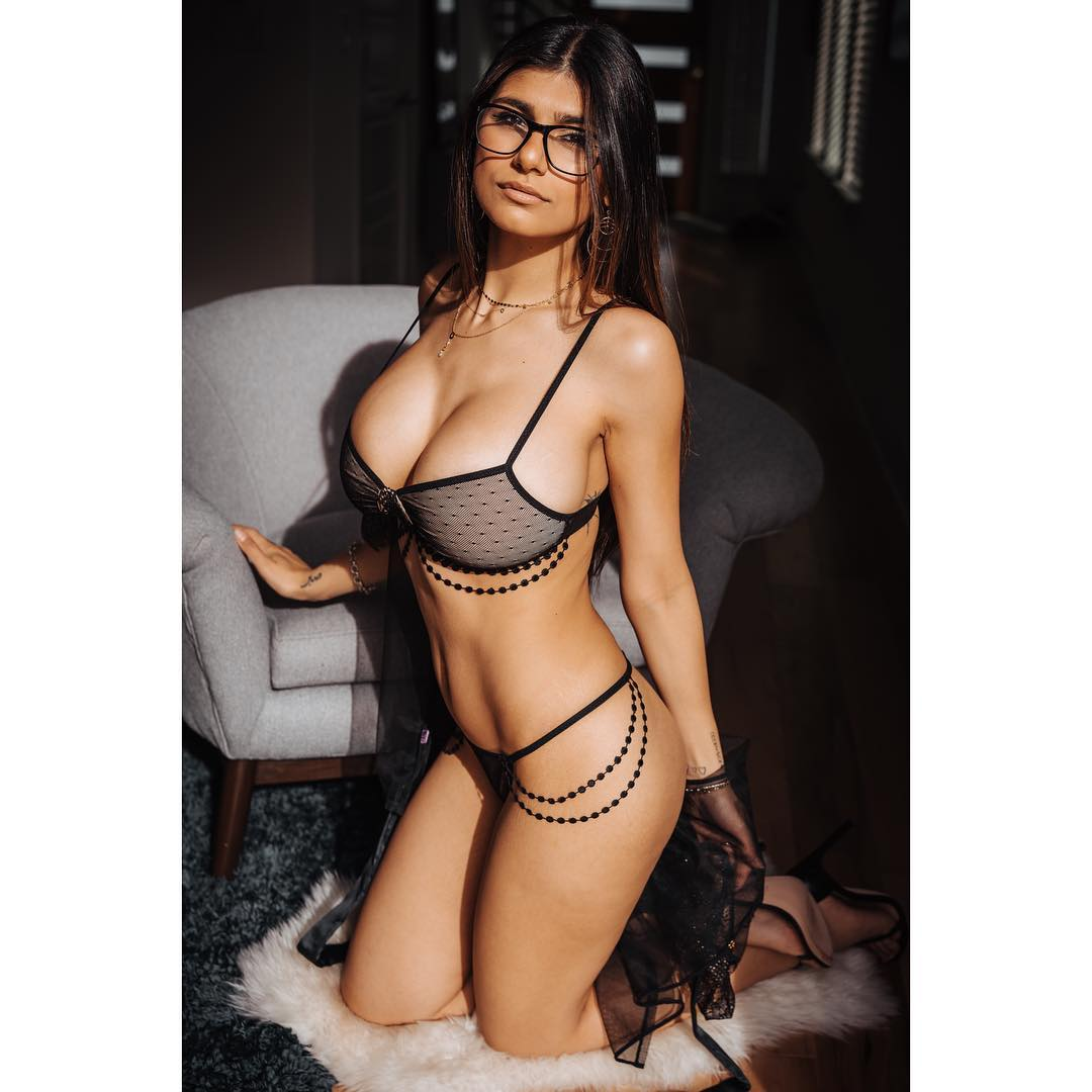 Hot Mia Khalifa